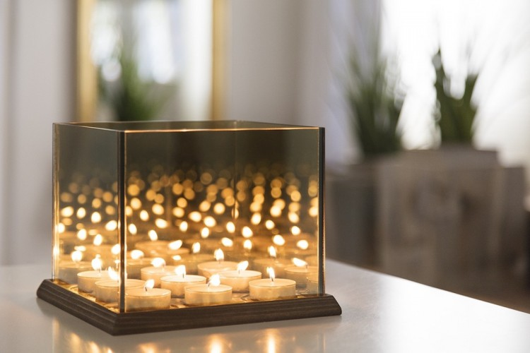 Candle lights mirror glass binnen